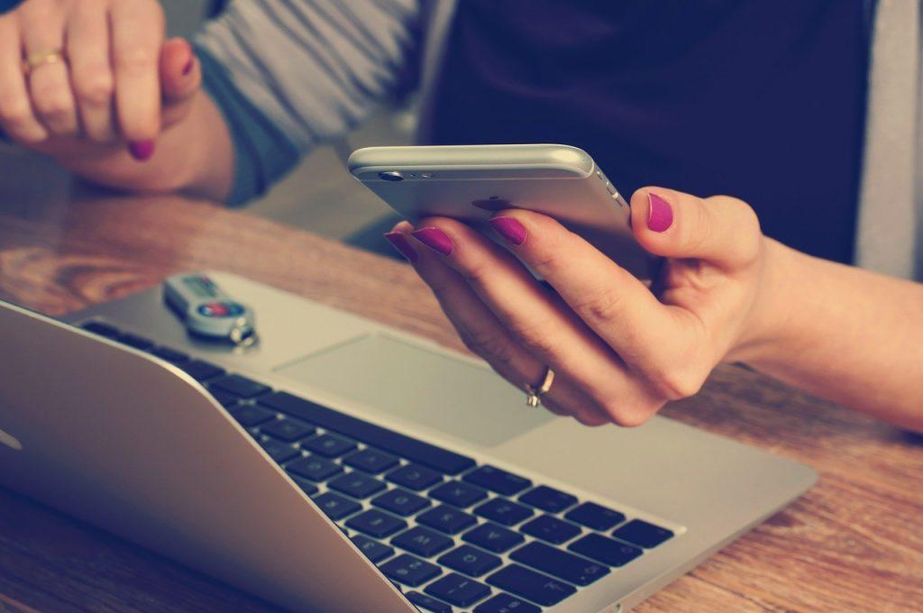 sklepy internetowe - kupowanie z urządzeń mobilnych